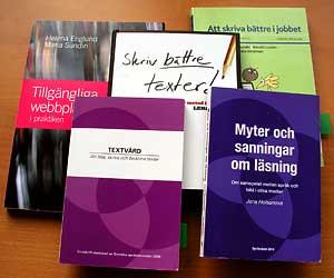 Bild på böcker om textvård, skrivande och läsning.